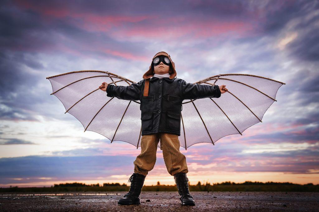 Jongen met vleugels